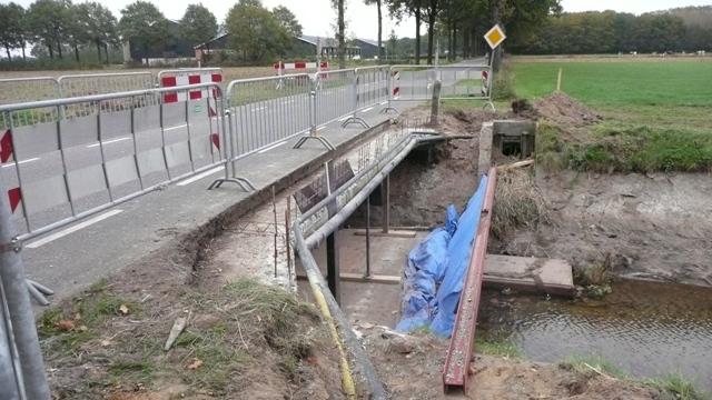 Een brug die wordt gerenoveerd